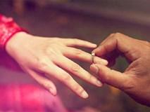 Sáng nay, cầm chiếc nhẫn cưới người yêu đưa cho, tôi buồn rầu và uất ức đến mức muốn bật khóc