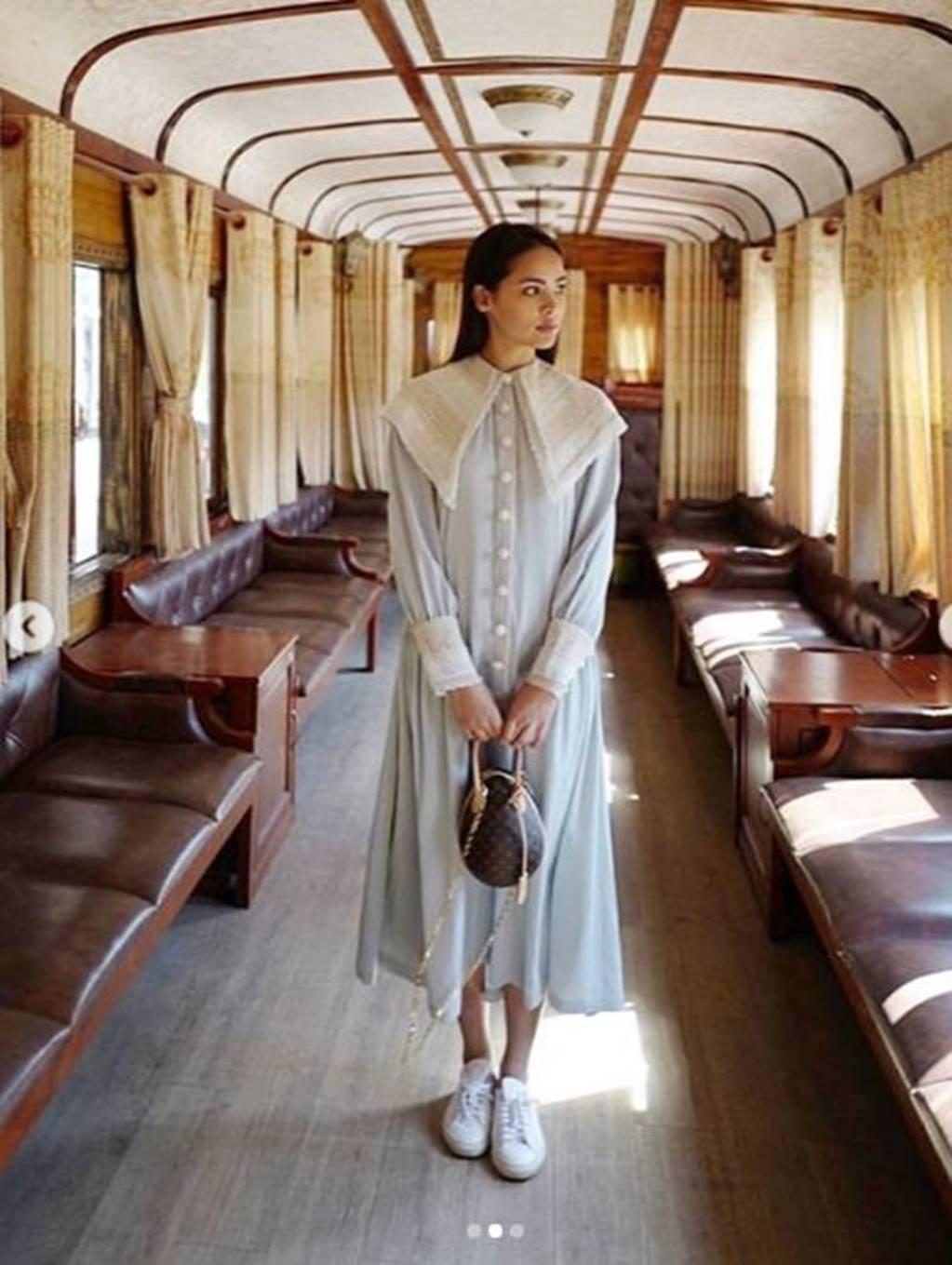Mê mẩn trước nhan sắc ngọc nữ xứ Chùa Vàng diện áo dài vừa du lịch ở Việt Nam-3