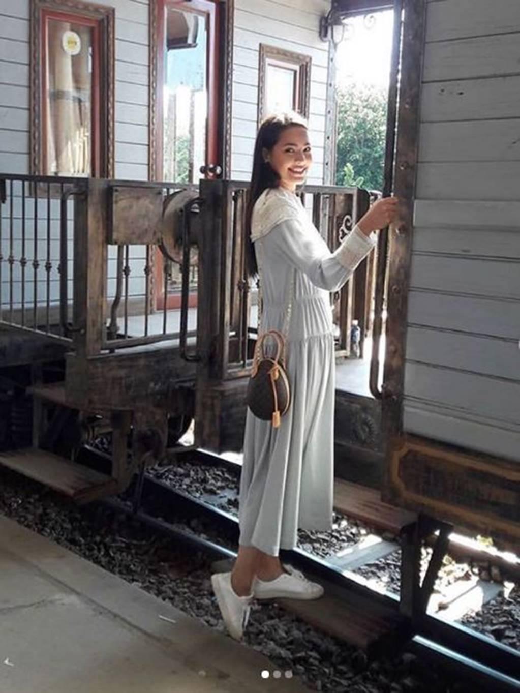 Mê mẩn trước nhan sắc ngọc nữ xứ Chùa Vàng diện áo dài vừa du lịch ở Việt Nam-4
