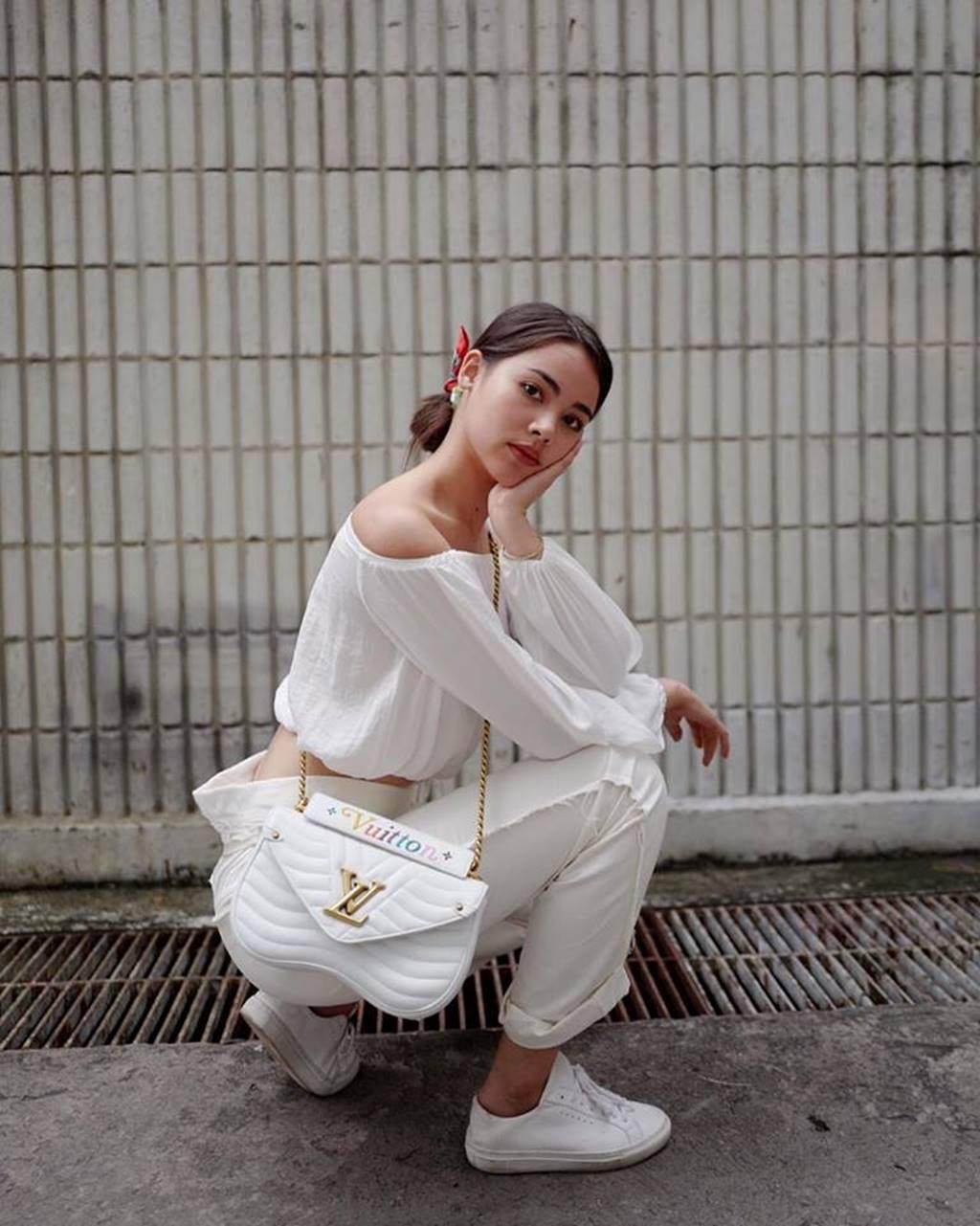 Mê mẩn trước nhan sắc ngọc nữ xứ Chùa Vàng diện áo dài vừa du lịch ở Việt Nam-11