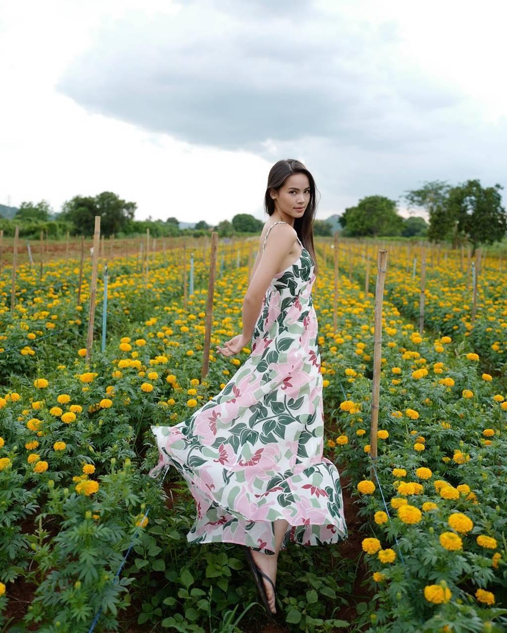 Mê mẩn trước nhan sắc ngọc nữ xứ Chùa Vàng diện áo dài vừa du lịch ở Việt Nam-12