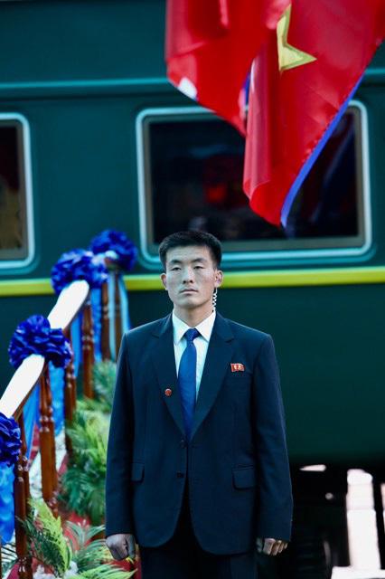 Ông Kim Jong-un vẫy chào người dân, lên tàu về nước-20