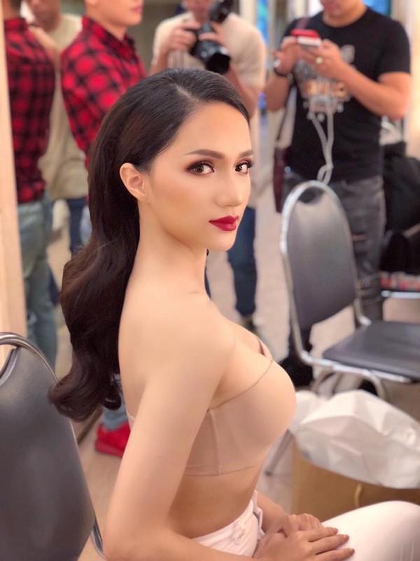 Trước khi hết nhiệm kì, Hoa hậu chuyển giới Hương Giang liên tục khiến ai nấy giật mình vì vòng 1 quá khác biệt-6