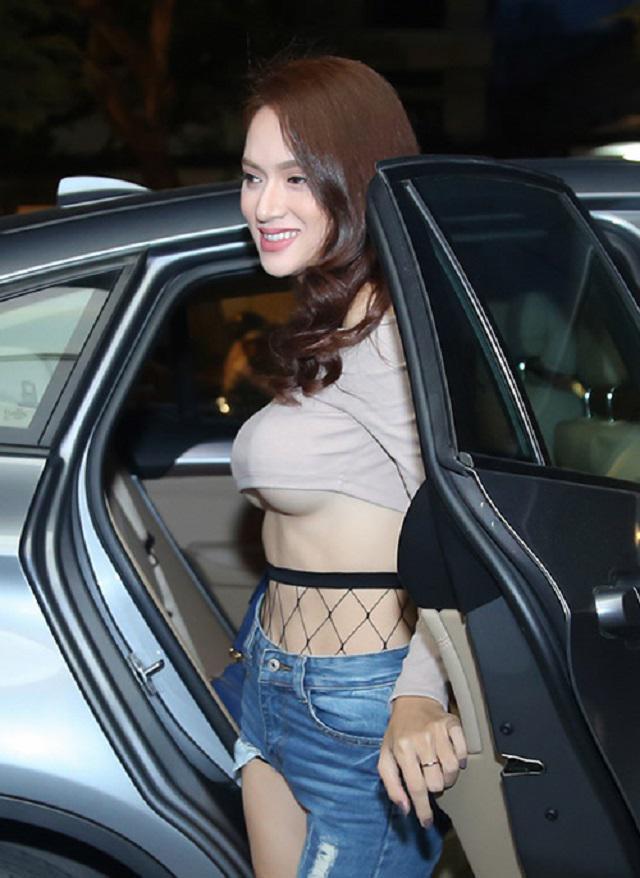 Trước khi hết nhiệm kì, Hoa hậu chuyển giới Hương Giang liên tục khiến ai nấy giật mình vì vòng 1 quá khác biệt-8