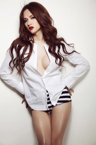 Trước khi hết nhiệm kì, Hoa hậu chuyển giới Hương Giang liên tục khiến ai nấy giật mình vì vòng 1 quá khác biệt-10
