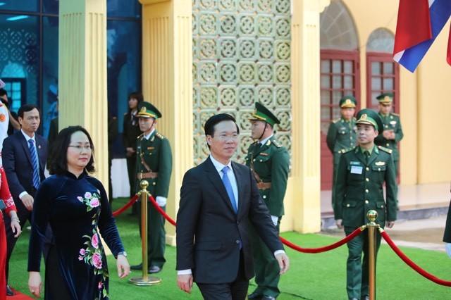 Ông Kim Jong-un vẫy chào người dân, lên tàu về nước-13