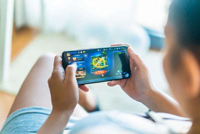 Chơi game và dùng điện thoại lâu gây chảy máu não đột ngột: Đừng để bi kịch xảy ra với bạn-2