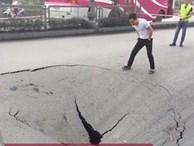 Clip: Đổ bê tông vào hố tử thần sâu gần 1 m trên quốc lộ ở Quảng Ninh