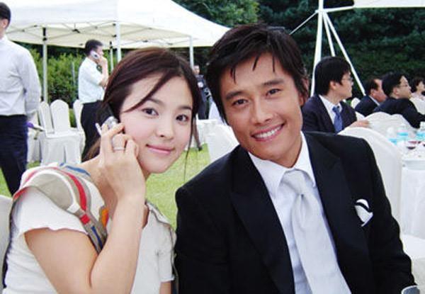Khi Song Hye Kyo đau đầu vì bị đồn ly hôn, tình cũ khoe ảnh hạnh phúc bên mỹ nhân Vườn sao băng và con nhỏ-7
