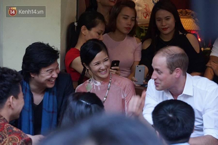 Hình ảnh bình dị của các nguyên thủ quốc gia trong chuyến công du đến Việt Nam: Chơi đàn bầu, ăn bún chả, uống cà phê vỉa hè-10