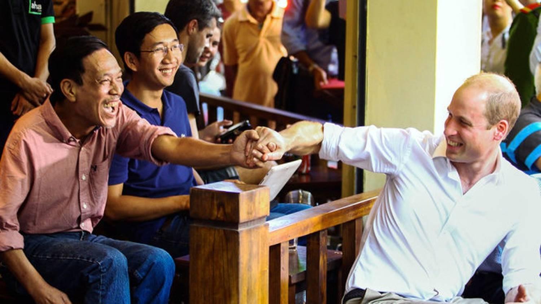 Hình ảnh bình dị của các nguyên thủ quốc gia trong chuyến công du đến Việt Nam: Chơi đàn bầu, ăn bún chả, uống cà phê vỉa hè-11