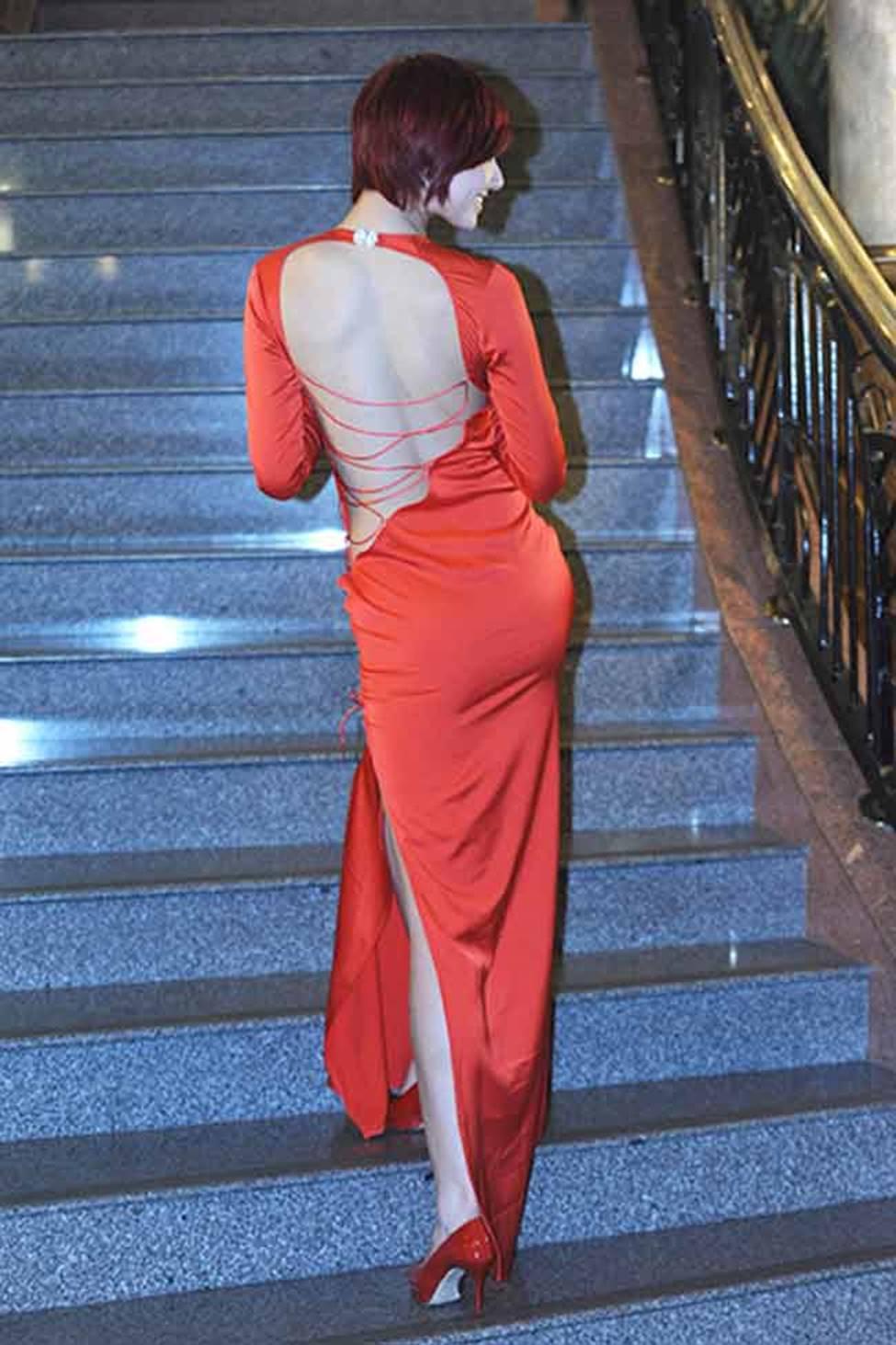 Sau khi trở lại, Hồng Quế vẫn liên tiếp gây ồn ào với cách ăn mặc gái hư-11