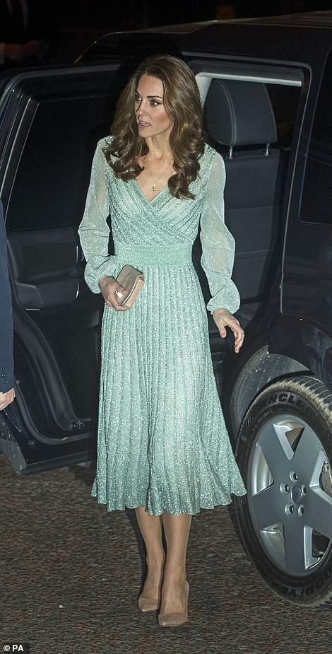 """Diện toàn đồ xa xỉ, doanh nhân Thủy Tiên đụng hàng ngay với công nương Kate Middleton mà độ chất"""" chẳng hề kém cạnh-4"""