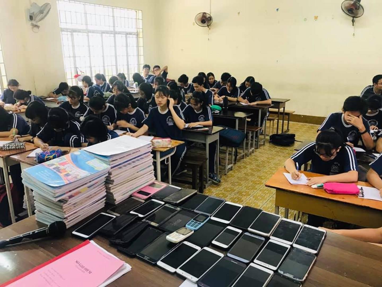 Nhờ cách làm bá đạo này, giáo viên đã khiến đám học trò bất lực trong việc quay cóp!-1