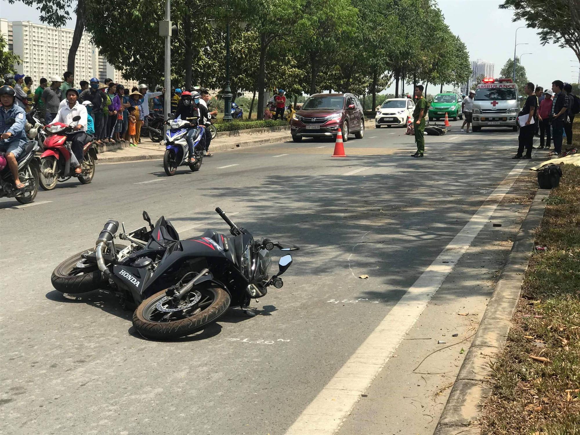 TP. HCM: Va chạm với xe máy, nam thanh niên 25 tuổi lái mô tô văng vào lề đường tử vong tại chỗ-1