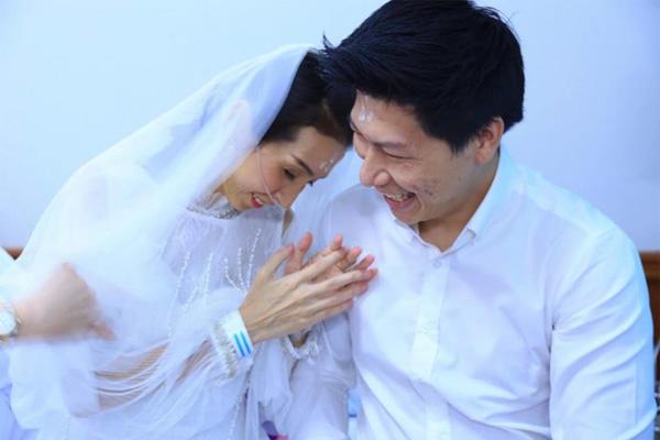 """Trước khi bạn gái ra đi"""" vĩnh viễn, chàng trai đã quyết định kết hôn ngay trên giường bệnh-1"""