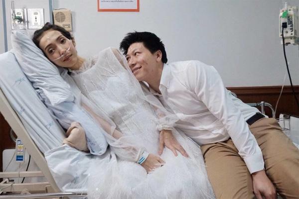 """Trước khi bạn gái ra đi"""" vĩnh viễn, chàng trai đã quyết định kết hôn ngay trên giường bệnh-2"""