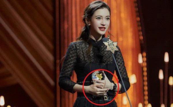 Cuối cùng Angela Baby đã chịu đeo nhẫn cưới, khẳng định cuộc hôn nhân với Huỳnh Hiểu Minh vẫn hạnh phúc-1