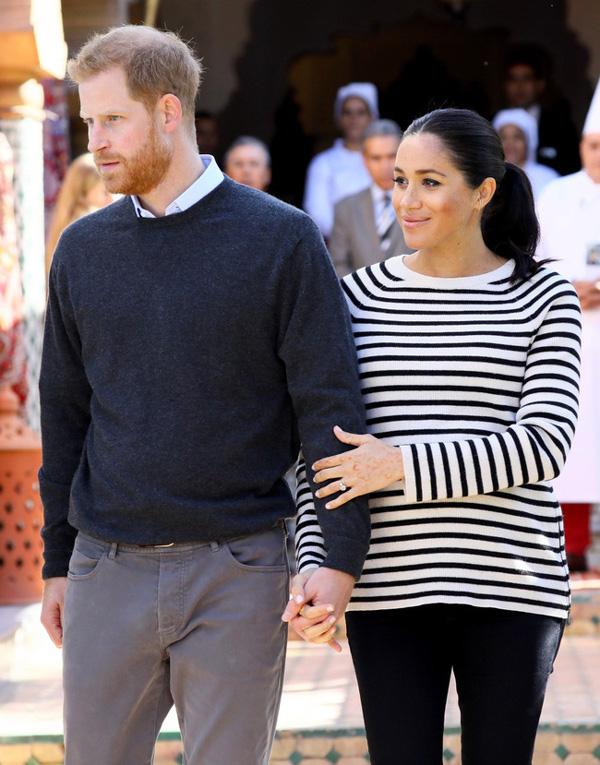 Lý do thực sự đằng sau gương mặt khó chịu, không một nụ cười của Hoàng tử Harry bên cạnh vợ bầu trong suốt chuyến công du vừa qua-2