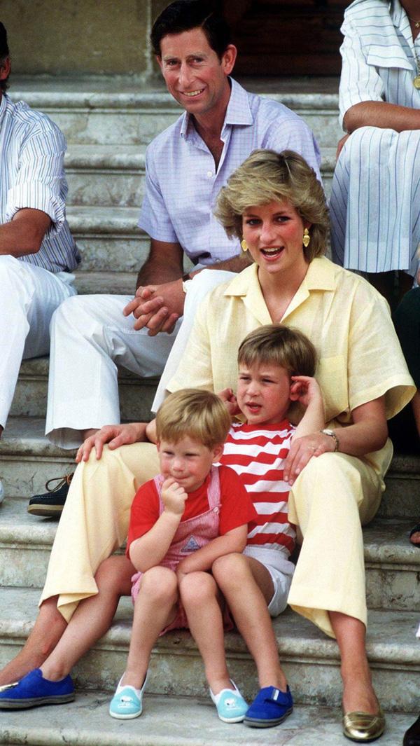 Lý do thực sự đằng sau gương mặt khó chịu, không một nụ cười của Hoàng tử Harry bên cạnh vợ bầu trong suốt chuyến công du vừa qua-3