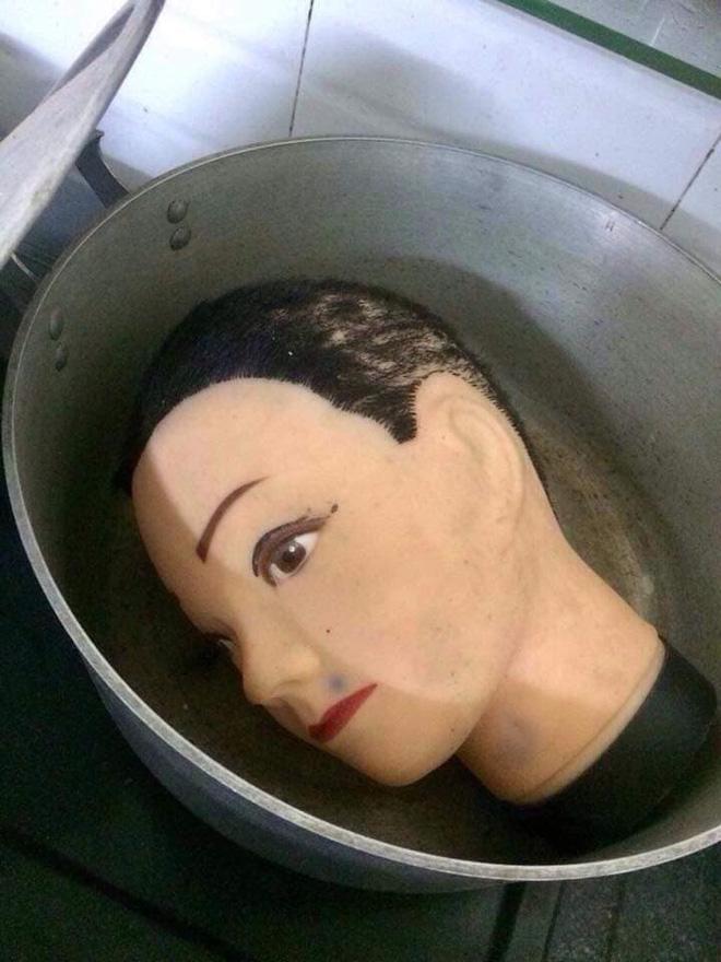 Đang nấu cơm trong bếp, người phụ nữ khóc thét lao ra ngoài khi mở nắp vung nồi ra-4