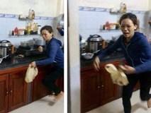 Đang nấu cơm trong bếp, người phụ nữ khóc thét lao ra ngoài khi mở nắp vung nồi ra