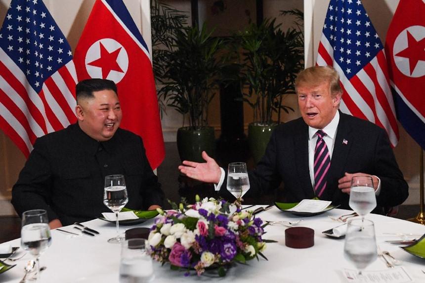 Chó nghiệp vụ, đầu bếp riêng và người thử đồ ăn cho hai ông Trump, Kim-2