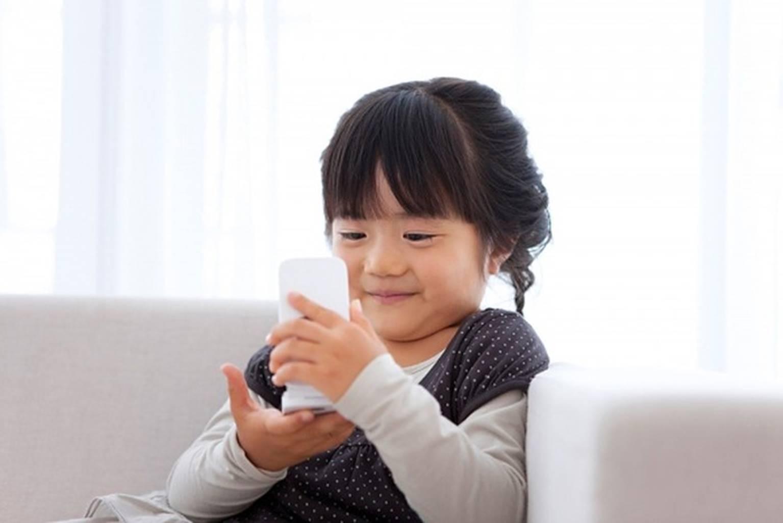 Trẻ suốt ngày dán mắt lên thiết bị thông minh thực ra không xấu như bạn nghĩ-2