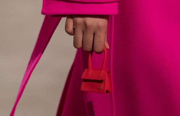 Túi xách nhỏ bằng bao diêm giá gần 12 triệu: Chả biết dùng làm gì-1