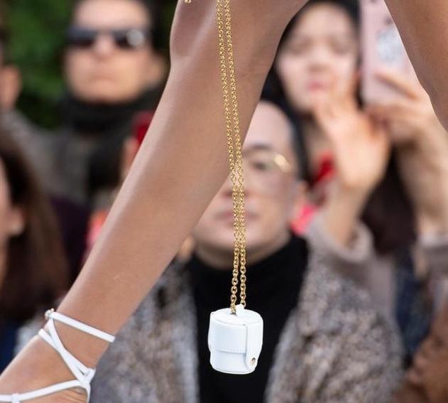 Túi xách nhỏ bằng bao diêm giá gần 12 triệu: Chả biết dùng làm gì-4