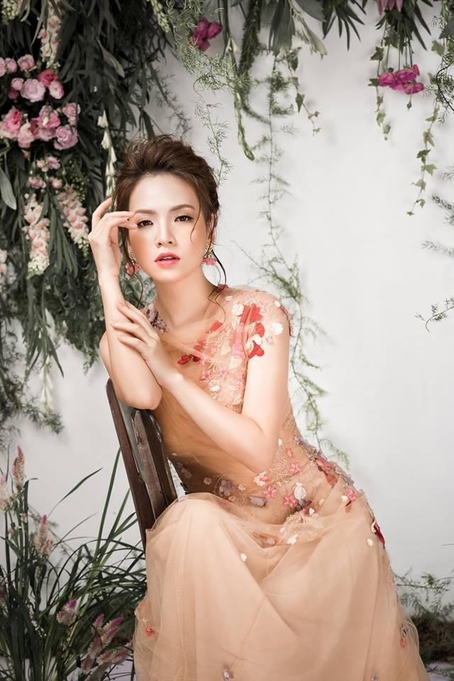 Bà mẹ 2 con Đan Lê đẹp như nữ thần với váy ren thêu hoa-6