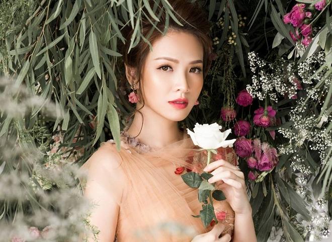 Bà mẹ 2 con Đan Lê đẹp như nữ thần với váy ren thêu hoa-7
