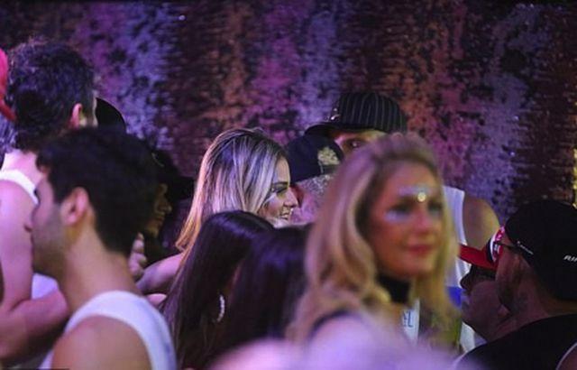"""Nghỉ thi đấu do chấn thương, Neymar tranh thủ quẩy tới bến"""" cùng nàng ca sĩ xinh đẹp-3"""