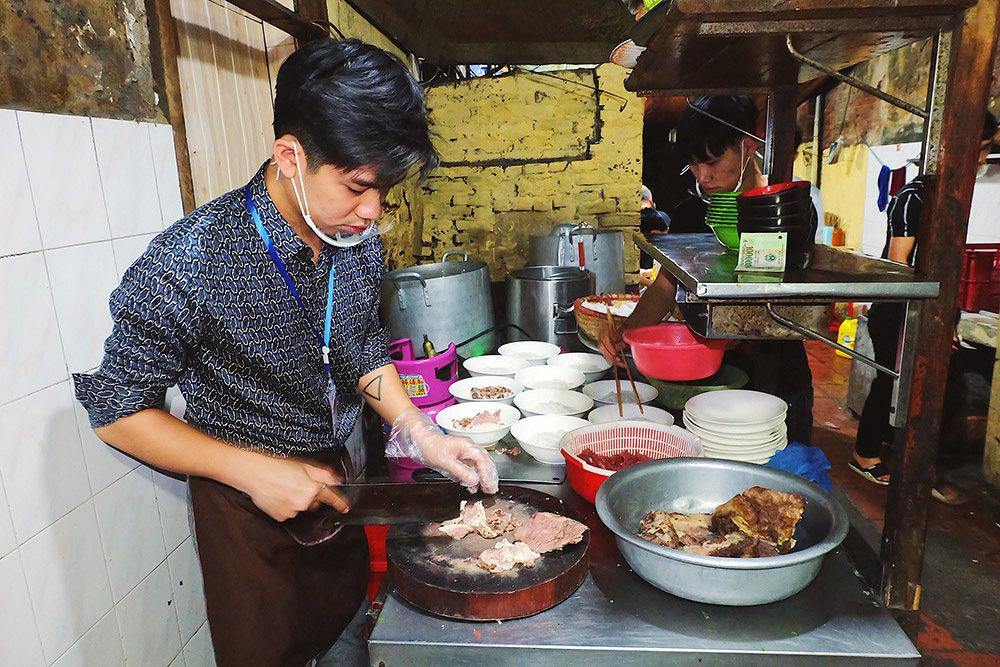 Thượng đỉnh Mỹ - Triều: Chủ hàng phở ngày ngủ 2 tiếng, thái thịt xuyên đêm-1