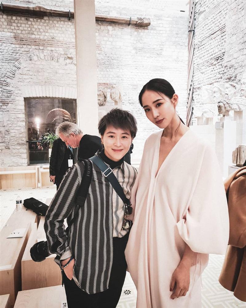 SAO MẶC XẤU: Diva Hồng Nhung rườm rà - siêu mẫu 70 tuổi diện bodysuit mém lộ hàng-8