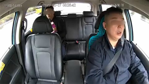 Clip: Khoảnh khắc tài xế taxi công nghệ ngủ gật dẫn đến tai nạn kinh hoàng-1