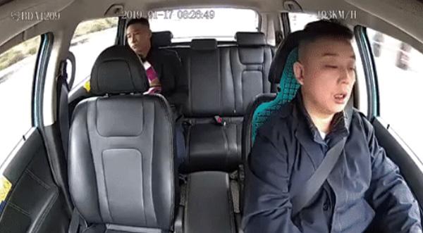 Clip: Khoảnh khắc tài xế taxi công nghệ ngủ gật dẫn đến tai nạn kinh hoàng-3