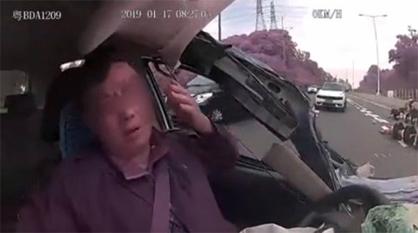 Clip: Khoảnh khắc tài xế taxi công nghệ ngủ gật dẫn đến tai nạn kinh hoàng-6