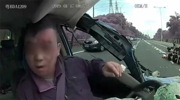 Clip: Khoảnh khắc tài xế taxi công nghệ ngủ gật dẫn đến tai nạn kinh hoàng-7