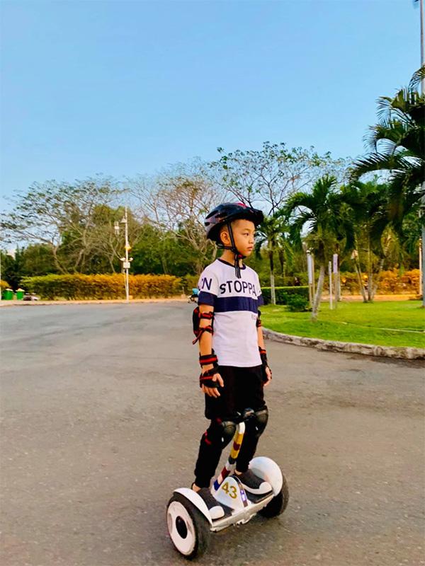 Con trai Cường Đô La - Hà Hồ lớn phổng phao, học giỏi, thích thể thao-9