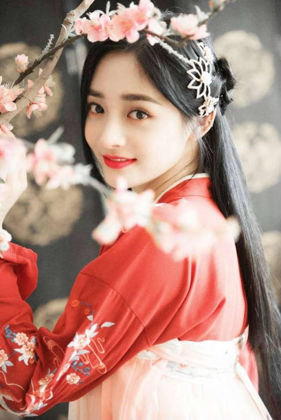 Dung mạo như hoa của bạn gái tin đồn thiếu gia giàu nhất Trung Quốc-8