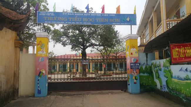 Vụ giáo viên bị tố dâm ô học sinh: Đại diện chính quyền bác bỏ thông tin ông M. sàm sỡ ở khu vực nhà vệ sinh-4