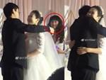 Cô dâu bị đám khách nam trêu đùa lột váy, suýt gặp sự cố lộ hàng-2