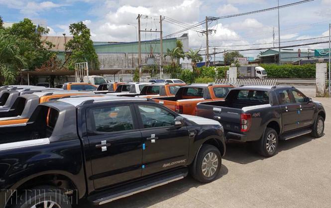 Tranh mua loại ô tô cồng kềnh: Phí chưa tăng đã bị dân buôn ăn chặn-1