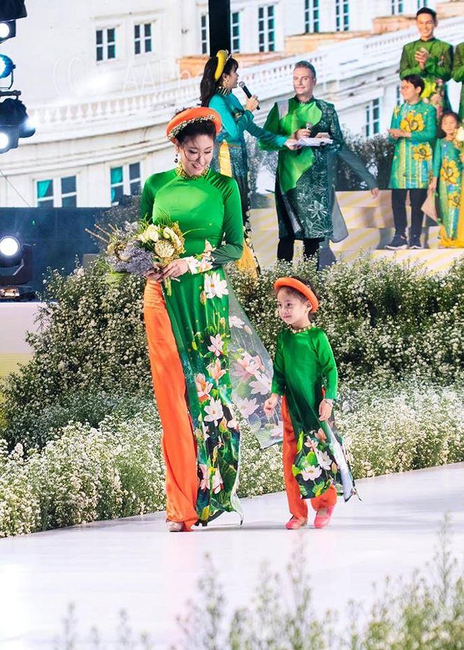 Tiểu Hoa hậu nhà Hà Kiều Anh xinh như thiên thần trình diễn áo dài-3