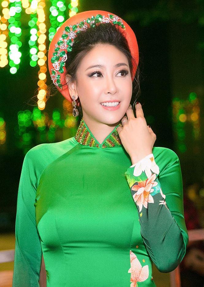 Tiểu Hoa hậu nhà Hà Kiều Anh xinh như thiên thần trình diễn áo dài-5