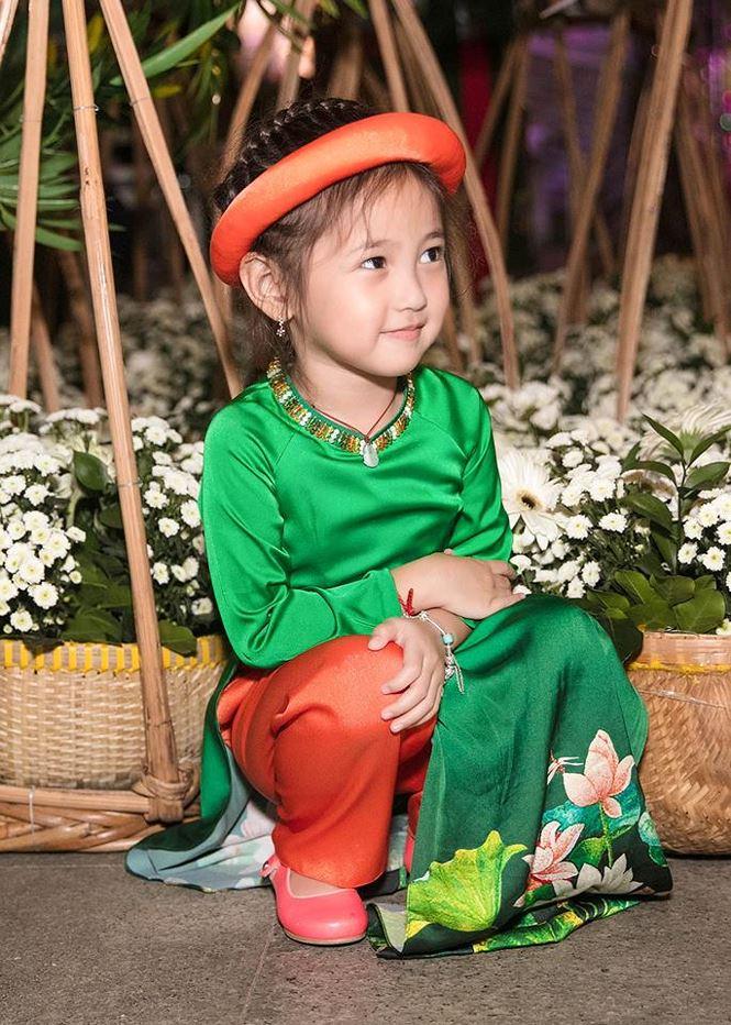 Tiểu Hoa hậu nhà Hà Kiều Anh xinh như thiên thần trình diễn áo dài-4