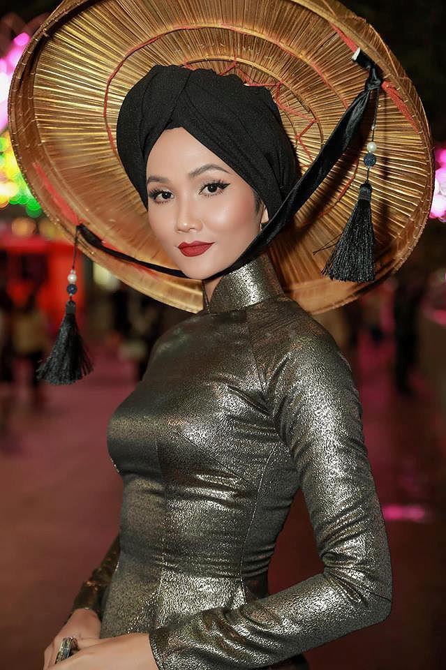 Tiểu Hoa hậu nhà Hà Kiều Anh xinh như thiên thần trình diễn áo dài-9