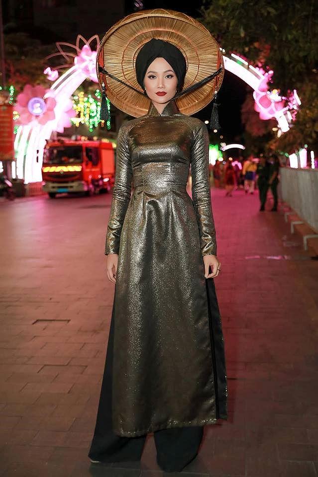 Tiểu Hoa hậu nhà Hà Kiều Anh xinh như thiên thần trình diễn áo dài-8