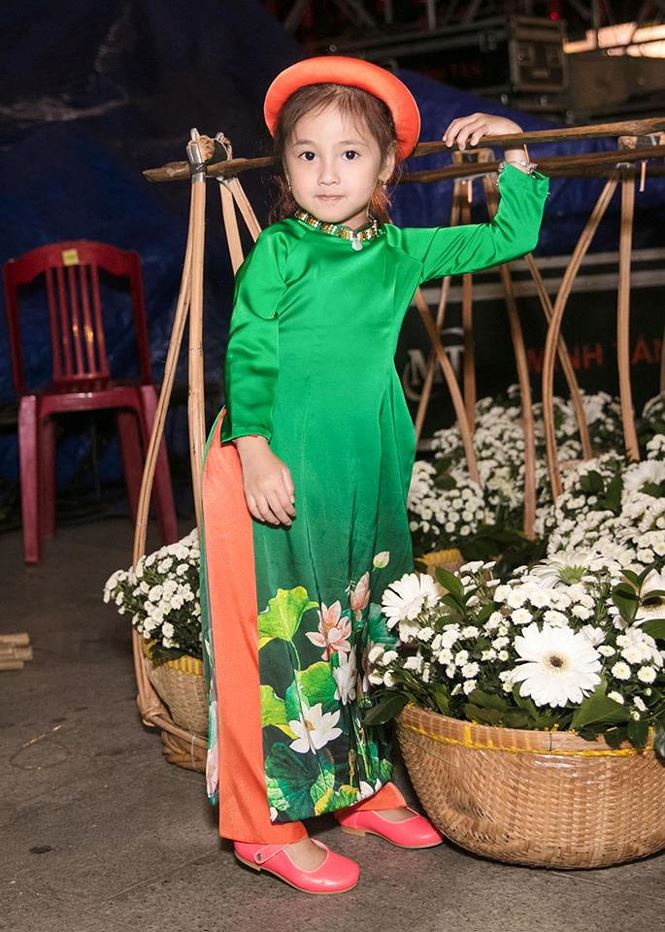 Tiểu Hoa hậu nhà Hà Kiều Anh xinh như thiên thần trình diễn áo dài-6